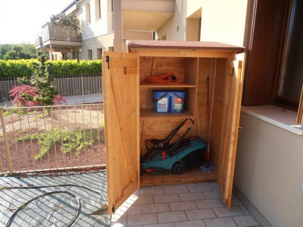 RIPOSTIGLIO in legno cm 130x60  con doppia porta frontale , ad 1 falda euro 920 IVA COMPRESA