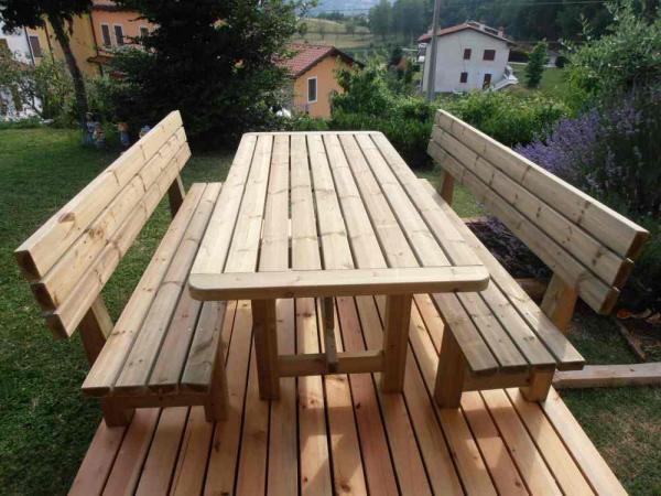 tavolo + panche con schienale