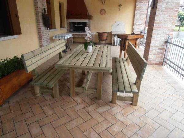 tavolo in legno da cm 200 in legno di pino autoclave  + 2 panche con schienale. Disponibili anche nelle lunghezze cm 160 e 250.