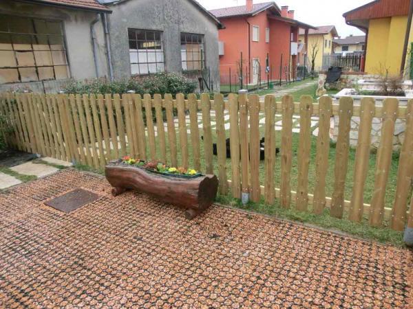 staccionata in legno realizzata con tavolette pantografate cm 2x12  in pino autoclave