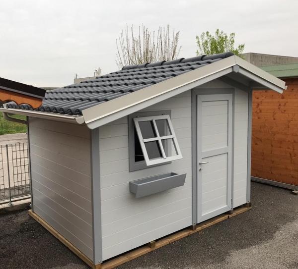 casetta moderna cm 300x200 con tetto decentrato e colori laccati , copertura con coppo plastica ardesia euro 4350 iva compresa